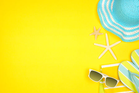 Summer vacation beach accessories side border on a yellow background with copy space Banco de Imagens - 124939632