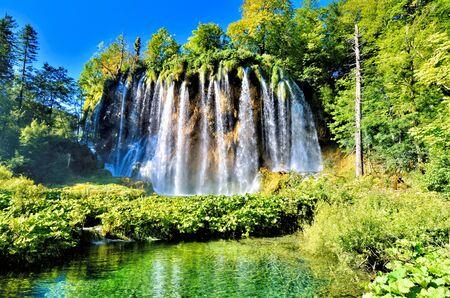 Beautiful waterfalls and clear waters of Plitvice Lakes National Park, Croatia Banco de Imagens - 128569305