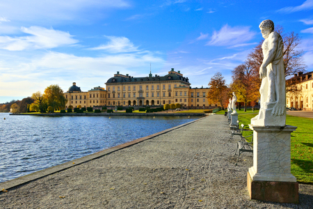Drottningholm Palace, Swedens royal residence along its statue lined lake during autumn 報道画像