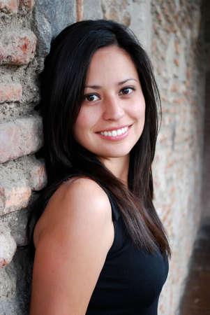 幸せなヒスパニック系女性