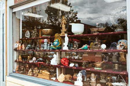 Boulder, Colorado - May 27th, 2020:  Store window display with various knick knacks, decorative objects and religious iconography at Pearl Street Mall 新闻类图片