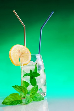 Tall drink with mint and ice Stock Photo - 9965254