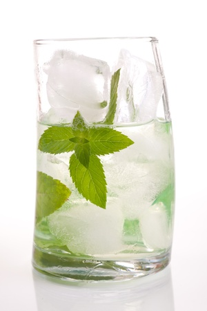 Tall drink with mint and ice Stock Photo - 9965443