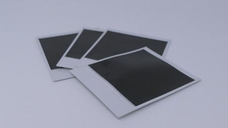 Onmiddellijke foto's zwart en wit op witte achtergrond Stockfoto