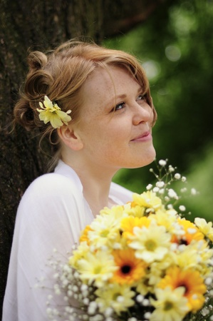 cheeky, smiling bridesmaid with yellow bouquet