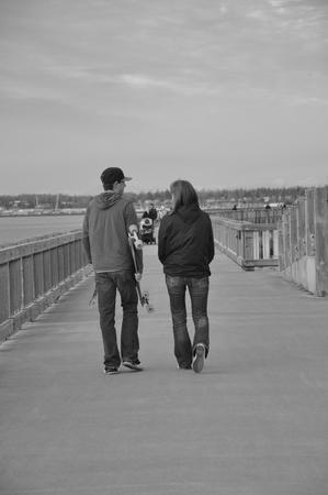 Bellingham Boardwalk Couple Banco de Imagens - 51035386