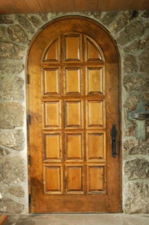 st  malo: St  Malo Church door