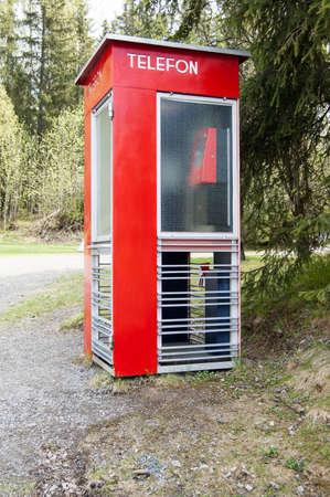 cabina telefonica: Cabina telef�nica noruega Antiguo Foto de archivo