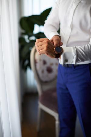 Heren, luxe horloge, pols, aankleden, manchet armband