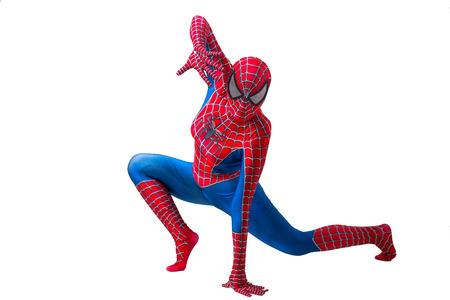 Central, Hong Kong - 19. August 2018: Ein Mann, der die berühmte Marvel-Comic-Figur - Spiderman cosplayt und posiert, um Fotos zu machen.