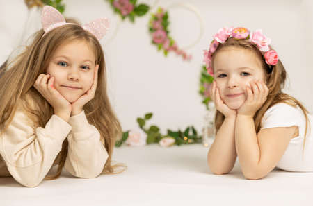 two little children playing on the floor Reklamní fotografie