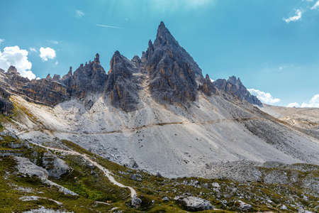 Majestic Paternkofel peak at Tre Cime di Lavaredo National park under sunlit. Awesome Alpine highlands in sunny day. Amazing Summer Landscape of Dolomites Alps. Best beautiful place in the World Standard-Bild
