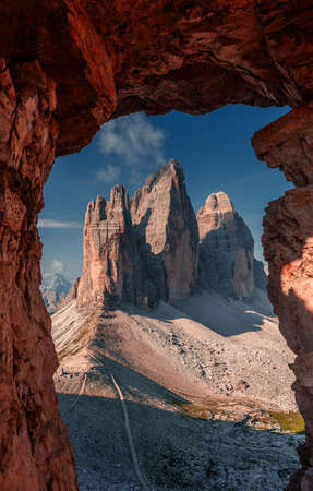 Incredible view on majestic famouse three spectacular mountain peaks in Tre Cime di Lavaredo National Park. Tre Cime di Laveredo under brihgt sunlight. Awecome Dolomites mountains during sunrise. Standard-Bild