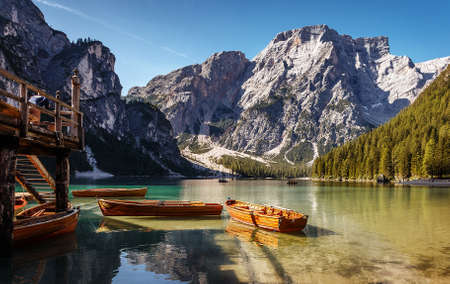 Sunny morning at Famouse Mountain Lake in dolomites Alps. Wonderful Braies Lake during sunrise. Amazing Summer Mountain Landscape. Lago di Braies in Spring, Awesome nature Scenery. Pragser wildsee 版權商用圖片