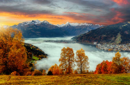 Impressively beautiful Fairy-tale mountain lake in Austrian Alps. Beautiful mountain landscape in the Alps with Zeller Lake in Zell am See, Salzburger Land, Austria. Fantastic Autumn Scene at sunset 版權商用圖片