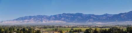 Vedute del paesaggio della Logan Valley tra cui Wellsville Mountains, Nibley, Hyrum, Providence e College Ward, sede della Utah State University, nella contea di Cache, un ramo della catena Wasatch delle Montagne Rocciose nello Utah, negli Stati Uniti occidentali.
