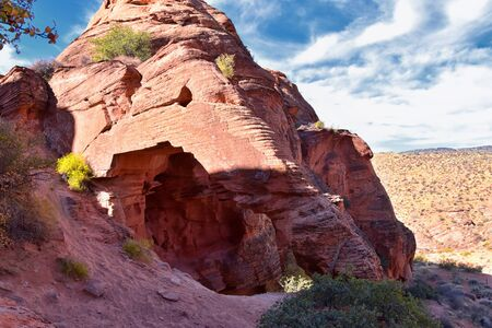 Elephant Arch in Red Cliffs National Conservation Area Wilderness and Snow Canyon State Park hiking by St George, Utah in desert reserve. United States. USA. Imagens