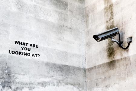 big brother spy: �Qu� busca en? Banksy