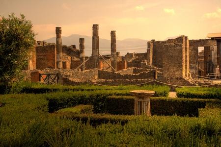 Ruinen Pompejis bei Sonnenuntergang, Italien