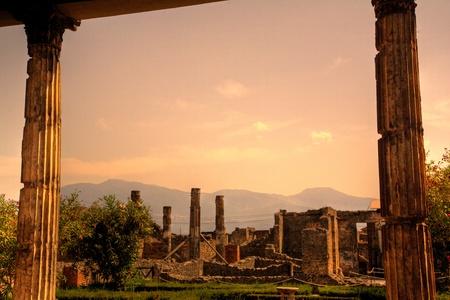 Ruins of Pompeii at sunset, Italy Standard-Bild