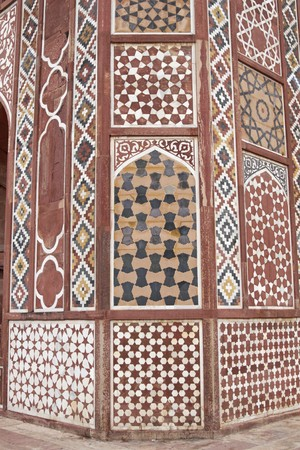 mughal: Islamic Tomb. Detail of inlaid stonework decorating the tomb of the Mughal Emperor Akbar at Sikandra on the outskirts of Agra, Uttar Pradesh, India