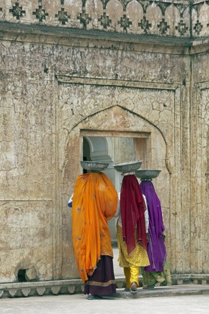 sari: Indian women laborers at work restoring an old palace, Jaipur, Rajasthan, India Stock Photo