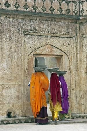 jaipur: Indian women laborers at work restoring an old palace, Jaipur, Rajasthan, India Stock Photo