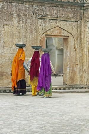 restoring: Indian women laborers at work restoring an old palace, Jaipur, Rajasthan, India Stock Photo