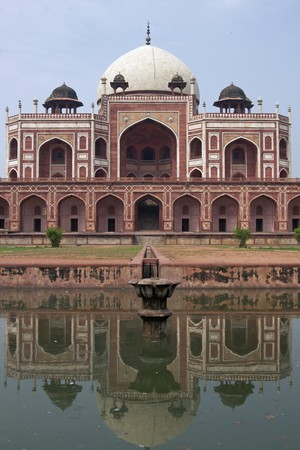 mausoleum: Humayuns Tomb. Islamic mausoleum. Large red sandstone building topped with white marble dome. Delhi India Stock Photo