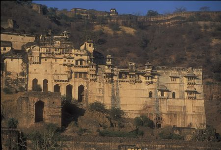 decaying: Magnificent edifice of the decaying palace at Bundi, Rajasthan, India