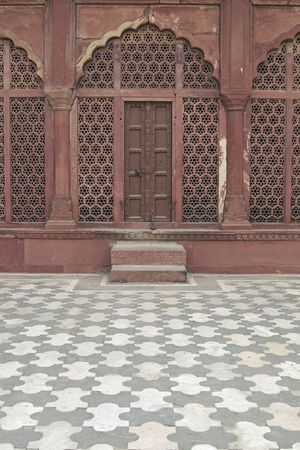 mughal: Detail of islamic architecture at the Taj Mahal. Screen carved from red sandstone. Tiled floor. Agra, Uttar Pradesh, India Stock Photo