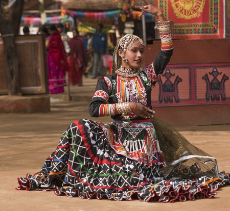sarujkund: Female kalbelia dancer in traditional tribal dress performing at the annual Sarujkund Fair near Delhi, India