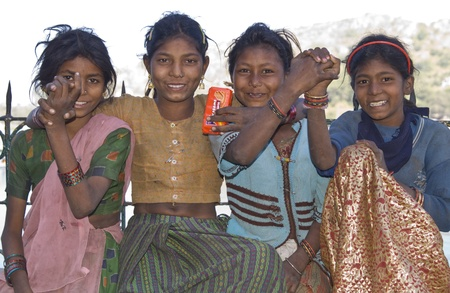 poverty india: Mount Abu, Rajasthan, India - November 2, 2007: Group of very poor but happy children dressed in rags in Mount Abu, Rajasthan, India Editorial