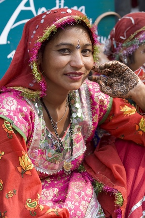 sarujkund: Delhi, India - February 15, 2007: Lady in traditional Indian dress at the annual Sarujkund fair on the outskirts of Delhi