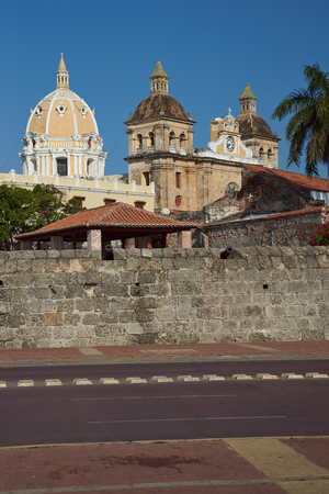embrasure: Walled city of Cartagena de Indias in Colombia. Fortifications surround Spanish colonial era churches, cathedrals and houses   Stock Photo