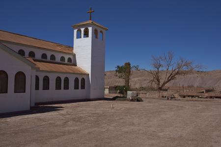 Pedro de Valdivia, Antofagasta Region, Chile - 19. August 2017: Kirche in der aufgegebenen Nitratminenstadt von Pedro de Valdivia in der Atacama-Wüste von Nordchile