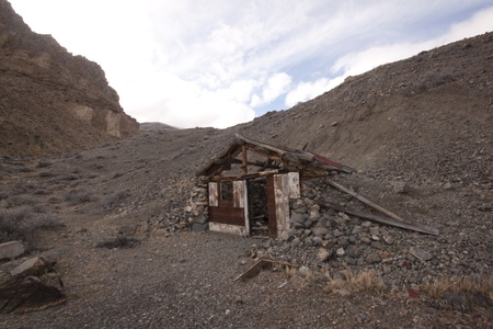 A old abandoned cabin in the desert. scenic house travel shack solitude Stock Photo