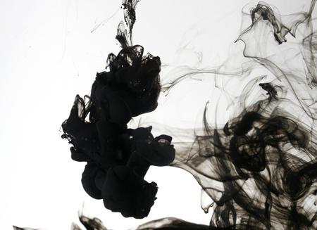Rook vloeibare inkt in het water
