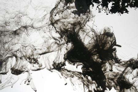 L'encre de fumée liquide dans l'eau Banque d'images - 9895566
