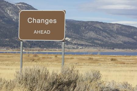 やる気を起こさせる、プレゼンテーションやスピーチのために大きい道路標識。
