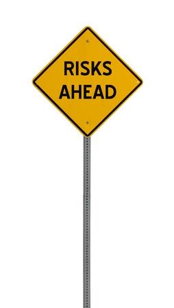 risks ahead: un cartel amarillo con las palabras riesgos futuros sobre fondo blanco