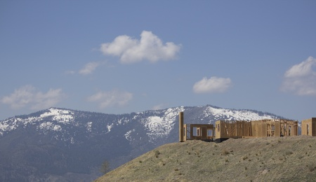 sierras: building a home on a ridge with the snowy mountains in the background Stock Photo