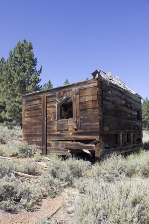 an abandoned western barn in the high sierras Stock Photo - 14569977