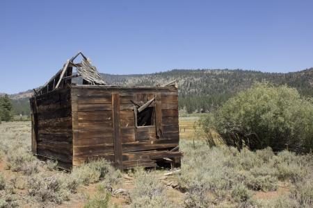 an abandoned western barn in the high sierras
