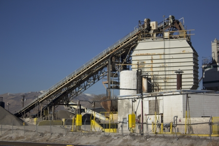 mineral and cement processing factory pant 版權商用圖片 - 16841111