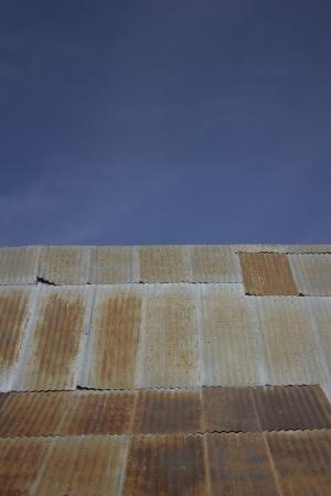 corrugated steel roofing with blue skies 版權商用圖片