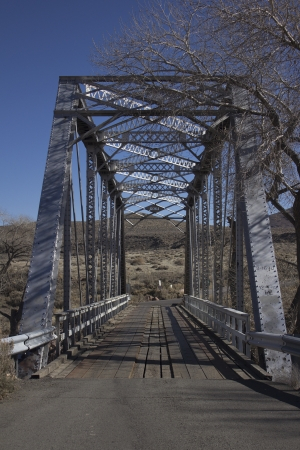 an old steel bridge from teh early 1900's or late 1800's 版權商用圖片 - 18144390