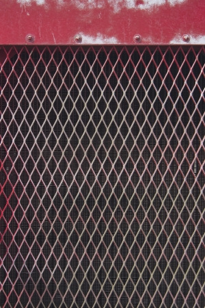 a distressed red metal grate pattern. 版權商用圖片 - 18978143