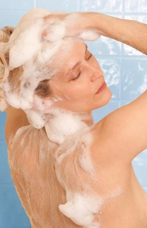샴푸: 헤어 케어에게 샤워
