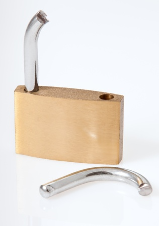 Cut lock for unsecure info theft